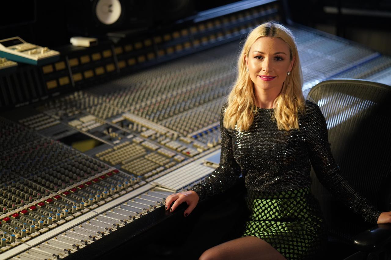 Kate Miller-Heidke, Australia. Image source: Andy Baker